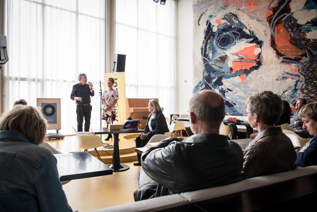 Openingswoord door Paul Cornelissen (programmeur Theaters Tilburg) en Heleen Volman (artistiek leider DansBrabant)